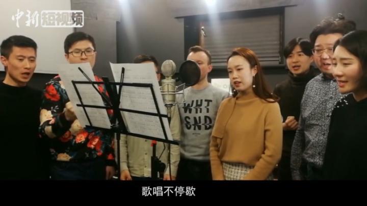 """在乌克兰的中国留学生""""以歌相约"""" 向抗疫英雄致敬"""
