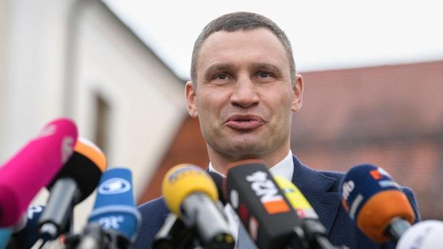 """拳坛到政坛,乌克兰巨人的""""蜕变""""之路"""