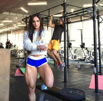 """乌克兰美女多年坚持撸铁,粗腿翘臀的她被网友戏称为""""铁臀女孩"""""""