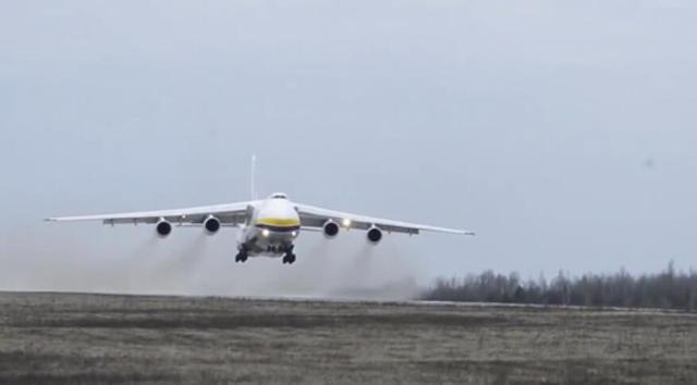 安-124运输机1架能顶3架运20