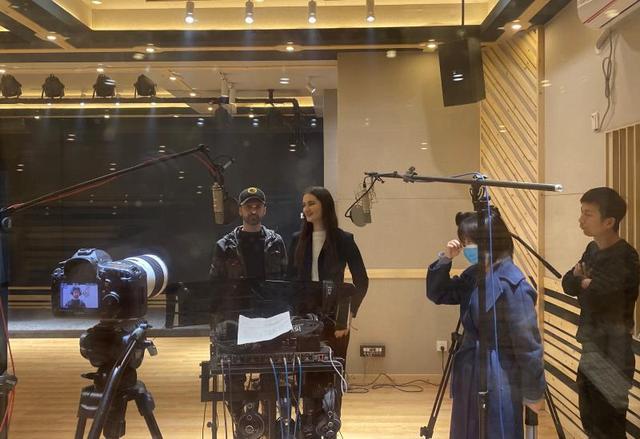 4位乌克兰音乐家滞留张家界:临时学中文,为中国加油!