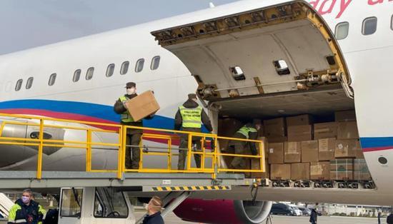 第二架满载医疗物资的飞机从中国抵达乌克兰