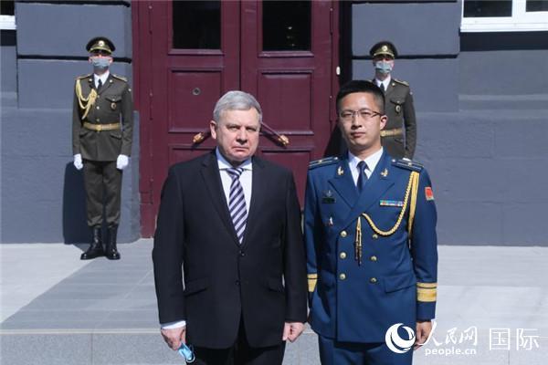 中国留学生夏伟获乌克兰国防大学最高荣誉金质奖章