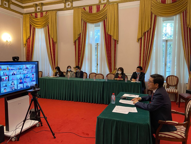驻乌克兰大使范先荣与驻乌中资企业代表共同庆祝国庆