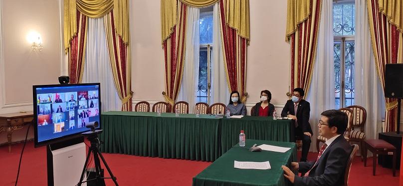 驻乌克兰大使范先荣与乌华侨华人共同庆祝国庆