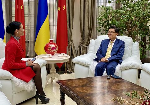 驻乌克兰大使范先荣在国庆前夕接受媒体联合采访