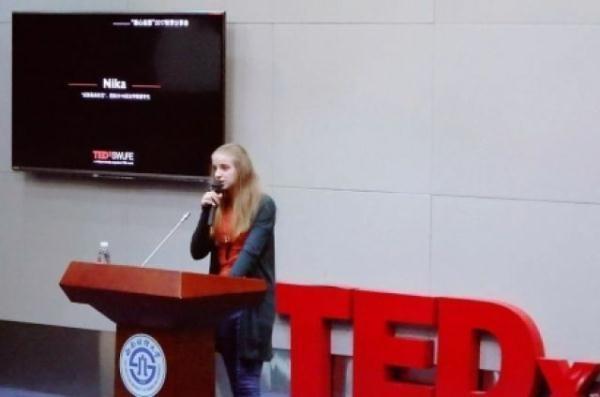 乌克兰美女留学生最爱是成都麻将