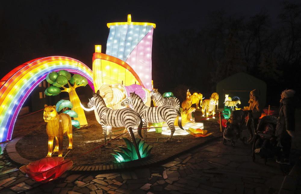 乌克兰点亮中国节日花灯